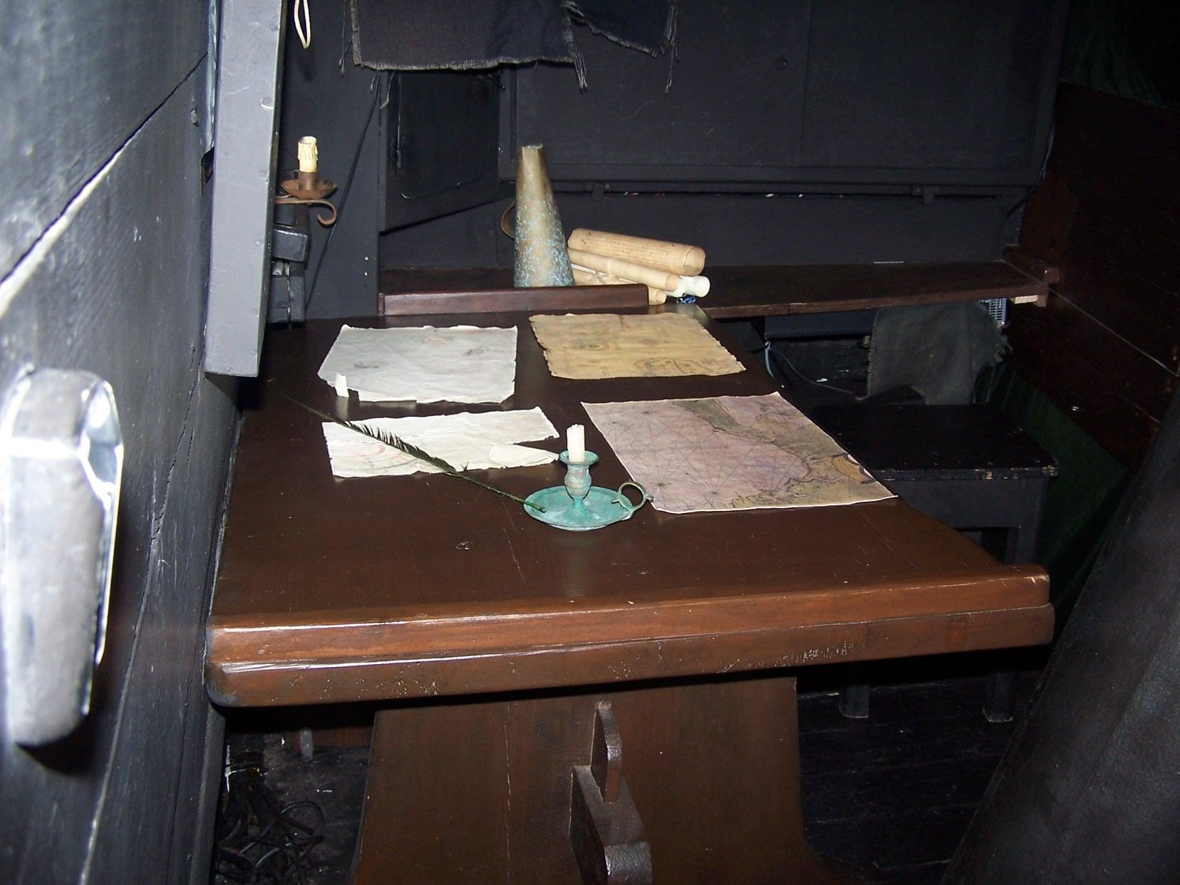 Captain's map table-Nao-Victoria Magellan 's ship patrick lemarie consulting