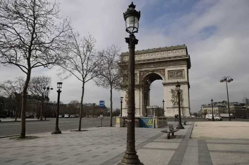 L'Arc de Triiomphe Paris. Début du confinemant. Photo Guillaume Deveaux AUXIOMA.